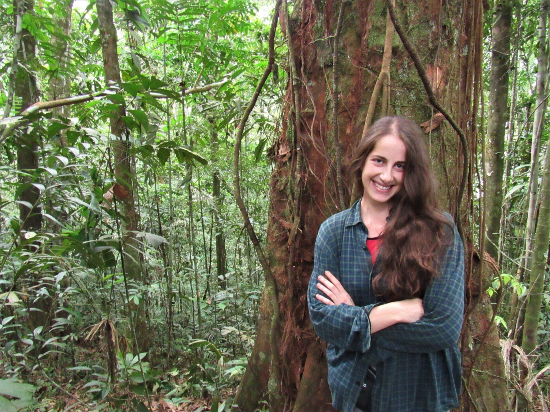 Celina Ben Saadi en una de las expediciones del proyecto DISPLAMAZ a la selva peruana.